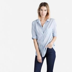 Everlane women's Cotton Lawn shirt in Sky, size S